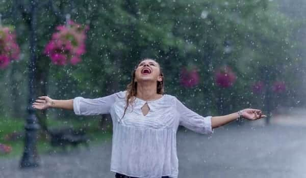 monsoon-season-is-being-enjoyed-by-an-indian-girl-thanks-to-the-tilt-of-the-earth